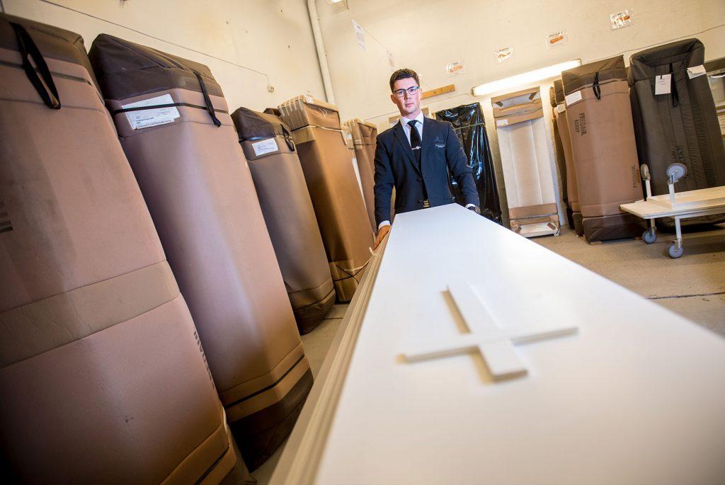Eirik Markussen ønsker å utvikle Markussens Begravelsesbyrå i takt med tiden, samtidig som man bygger videre på det solide fundamentet som faren og bestefaren har bygd opp gjennom 35 år.